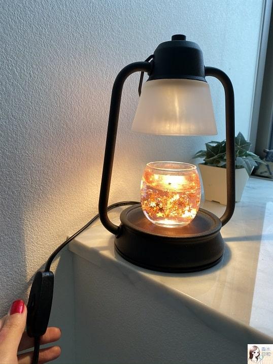 電気でキャンドルを温めるランプ